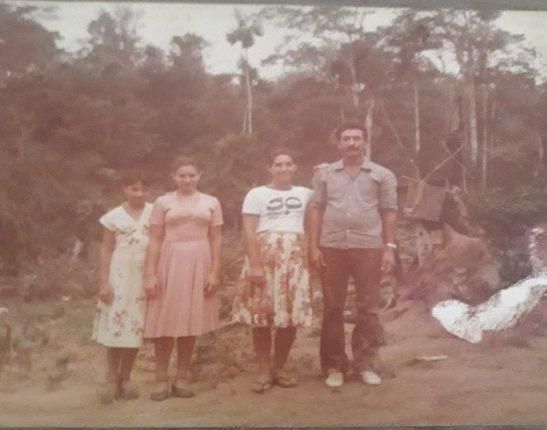Direita para esquerda: papai(Orlando) mamãe (Nair), eu (Alice) minha irmã (Sirlei)